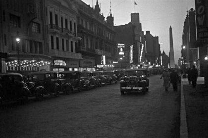 Horacio_Coppola_-_Buenos_Aires_1936_-_Corrientes_y_Maipú